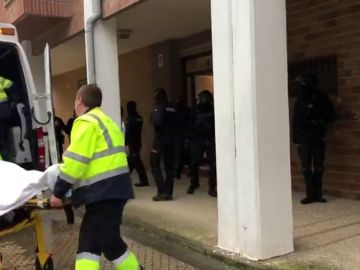 Un hombre se atrinchera durante cinco horas en su vivienda en San Sebastián