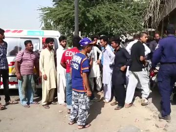 Atentados en Pakistán dejan 32 muertos en un bazar y un consulado chino