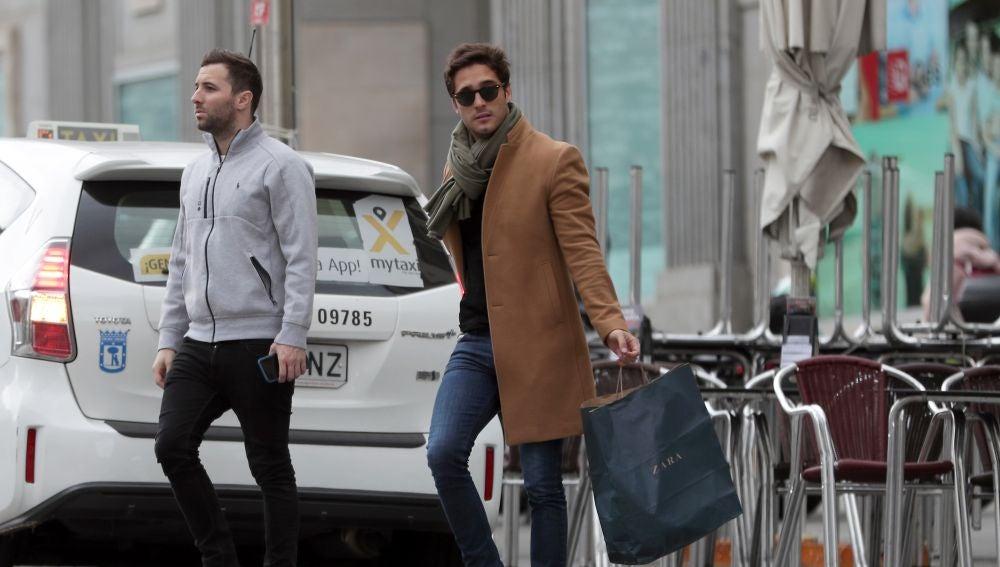 Diego Boneta, de compras por Madrid