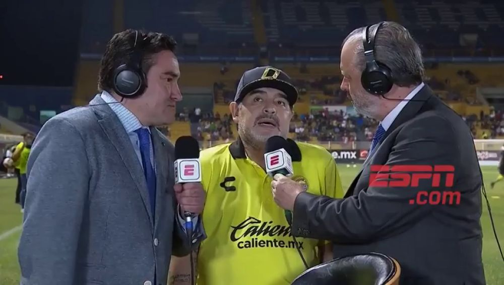 Maradona se colapsa en al ser preguntado por la liga mexicana