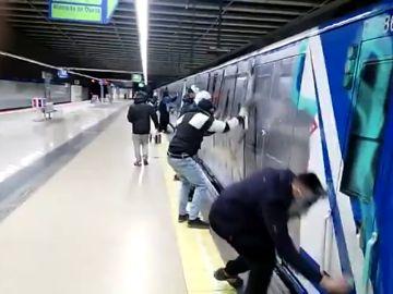 Ascienden a nueve los grafiteros detenidos por pintar en una estación de Metro de Madrid