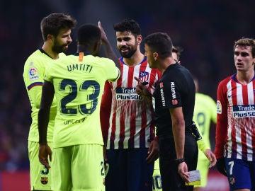 Discusión entre Diego Costa y Umtiti