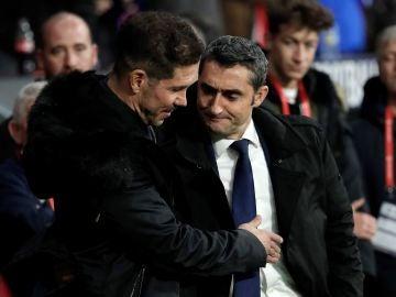 Ernesto Valverde saluda a Simeone antes del partido