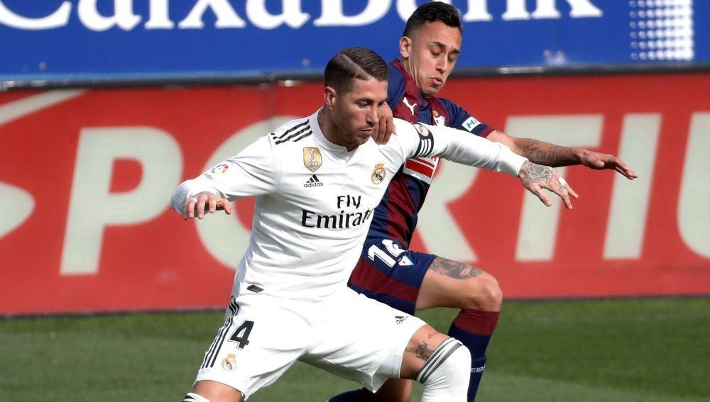 Sergio Ramos, en acción durante el partido contra el Eibar