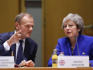 La primera ministra británica, Theresa May, y el presidente del Consejo Europeo, Donald Tusk