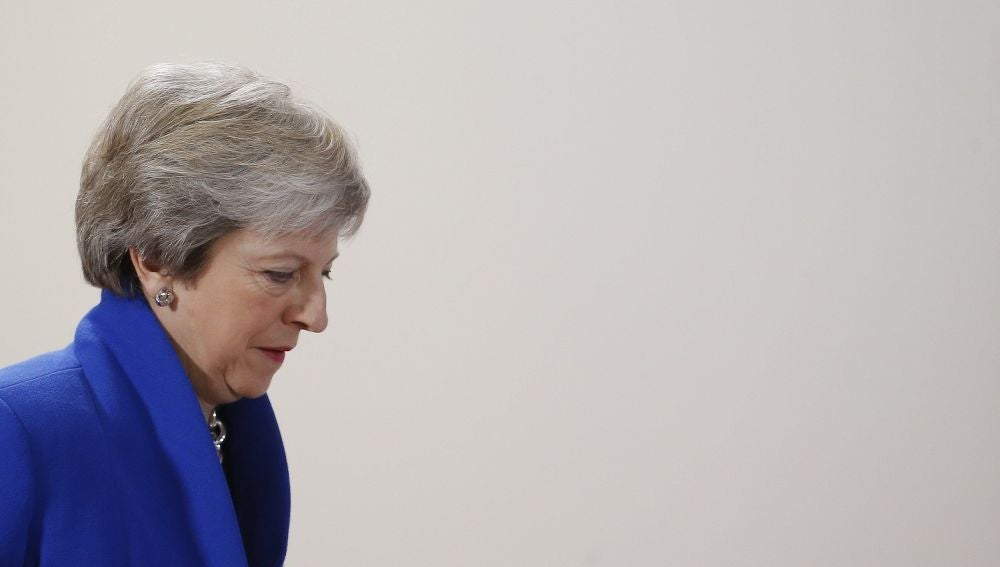 Theresa May antes de una rueda de prensa