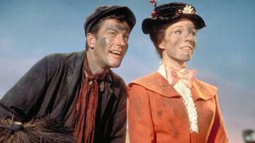 Dick Van Dyke y Julie Andrews en 'Mary Poppins'.