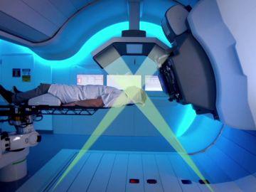 Se instala la última pieza del corazón de una máquina para el tratamiento de protonterapia