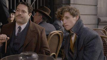 Jacob Kowalski y Newt Scamander en 'Animales Fantásticos: Los crímenes de Grindelwald'
