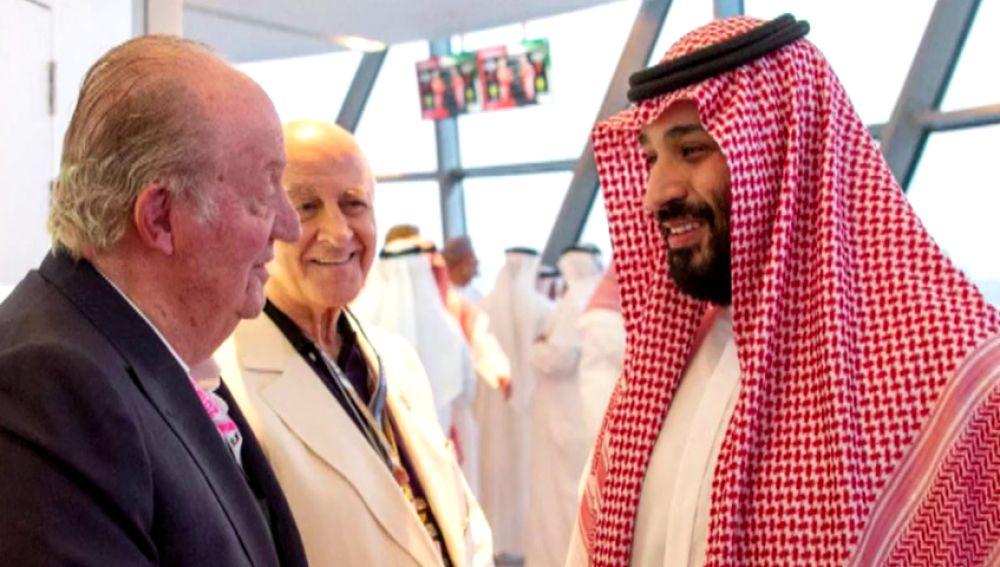 Críticas al Rey Juan Carlos por fotografiarse con el príncipe heredero saudí en medio de la polémica por el asesinato de Khashoggi