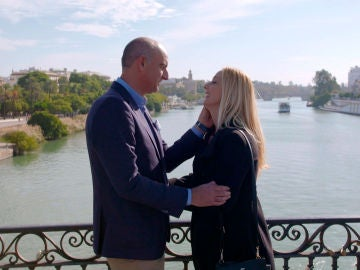 La romántica reconciliación de Eli y Luis en el puente de Triana
