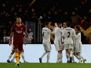 El Real Madrid celebra un gol ante la Roma