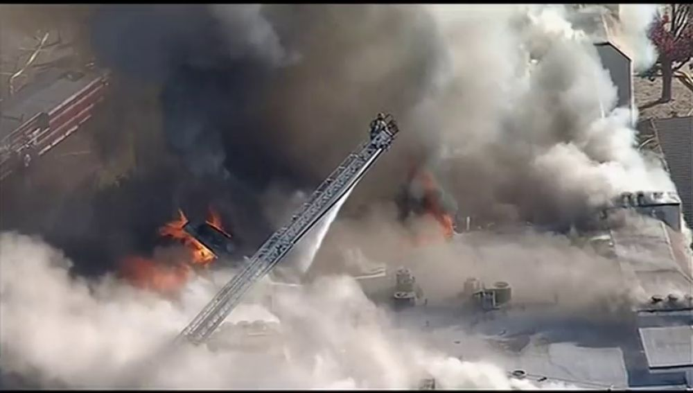 Un complejo de apartamentos se incendia den Texas