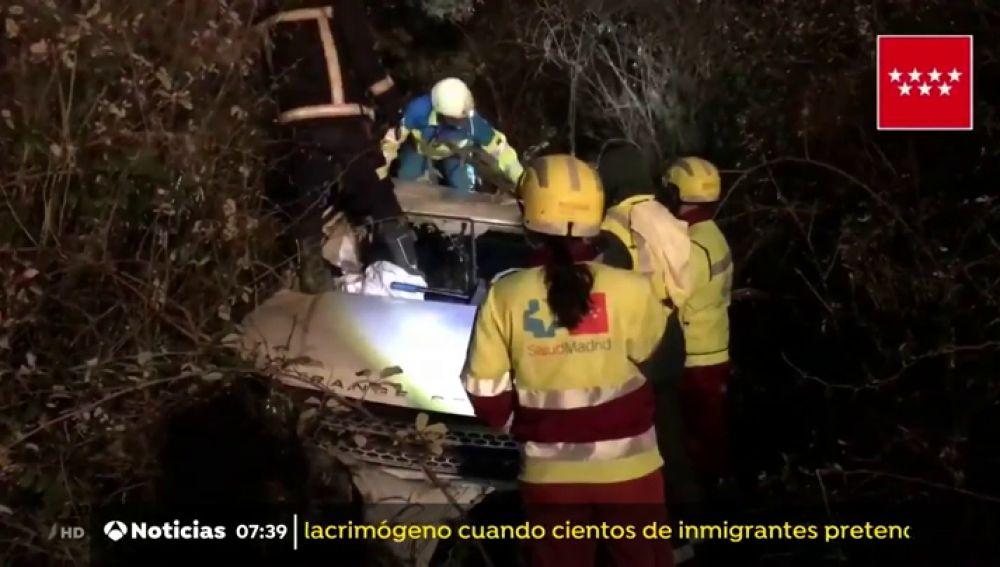Un muerto y tres heridos al salirse de la vía un todoterreno en Madrid