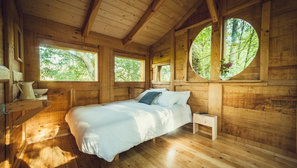 Interior de una de las cabañas de Basoa Suites.