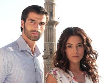 Cansu Dere y Mehmet Akif Alakut, protagonistas de 'Sila'