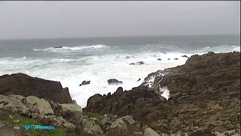 Alertas por temporal de viento y olas en Galicia