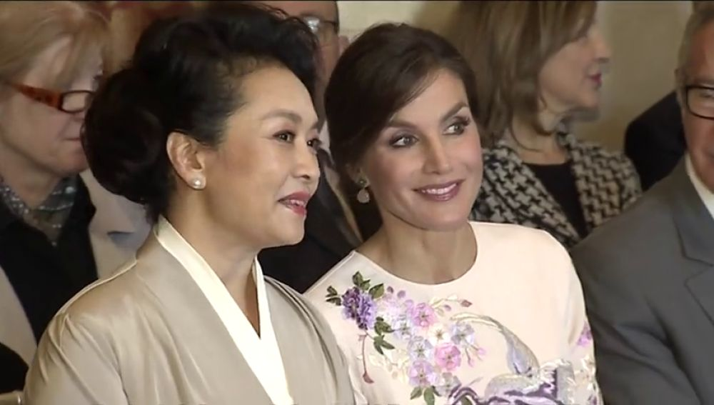 La reina y la primera dama china visitan el Teatro Real