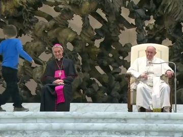 Un niño protagonista en la audiencia general del papa Francisco