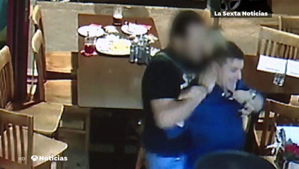 Así fue la pelea del 'Rey del cachopo' y su novia en un bar y los destrozos que ambos ocasionaron