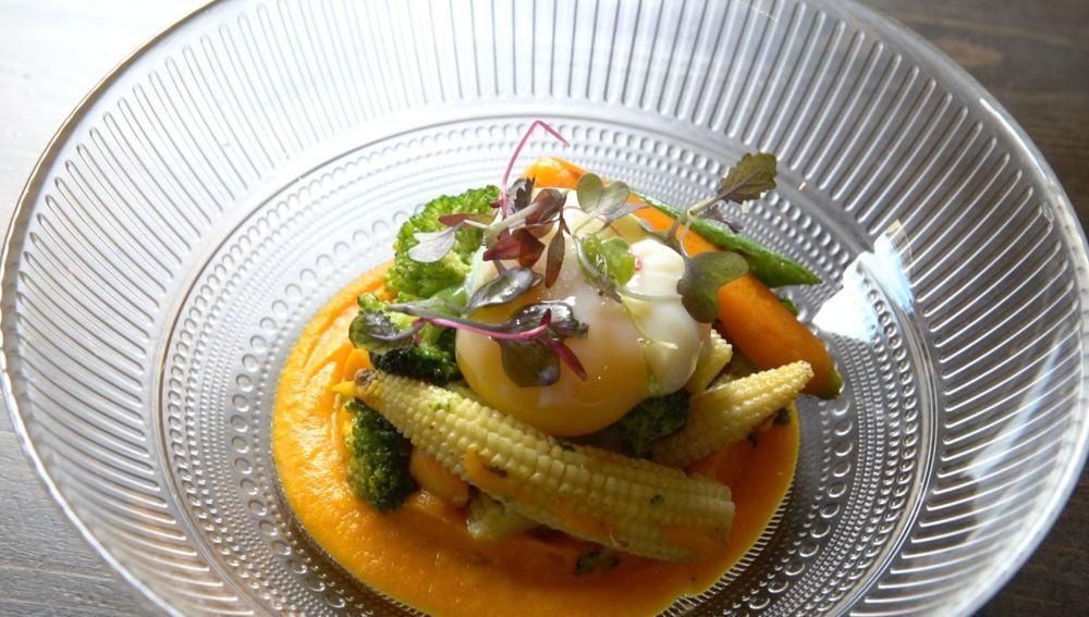 Huevo poché con verduras de La Panxolina