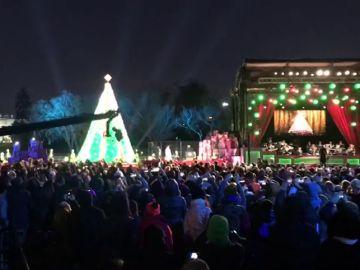 Los Trump 'encienden' el árbol de Navidad en Washington