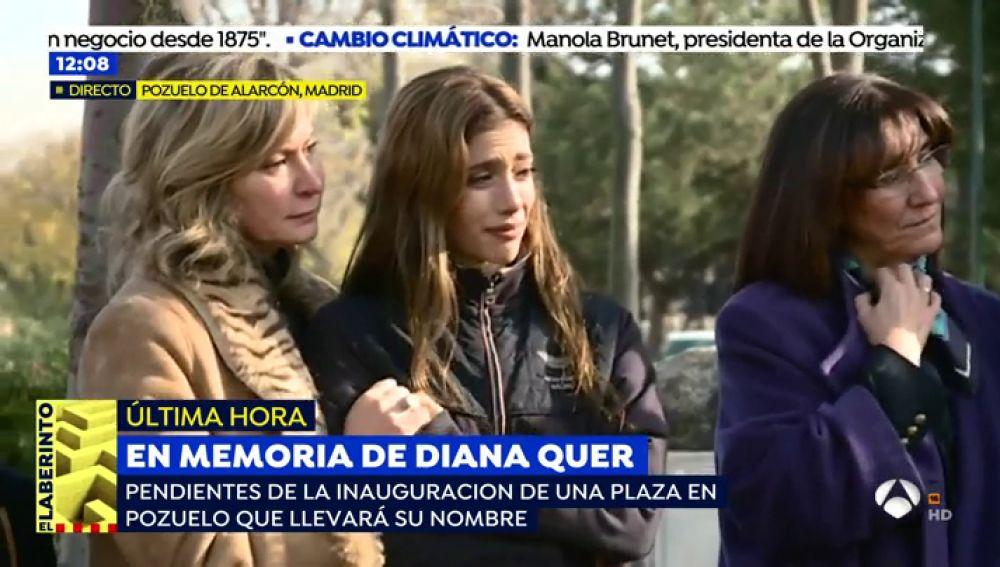 La hermana de Diana Quer se emociona hasta las lágrimas en la inauguración de la plaza en memoria de su hermana