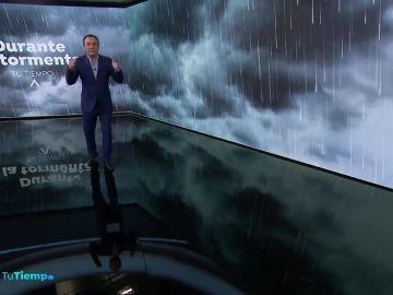 Roberto Brasero consigue introducir una nube en el plató de 'Tu Tiempo'
