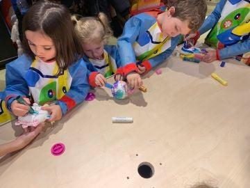 Los niños se divertirán pintando a los muñecos