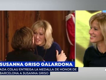 Susanna Griso, condecorada por Ada Colau.