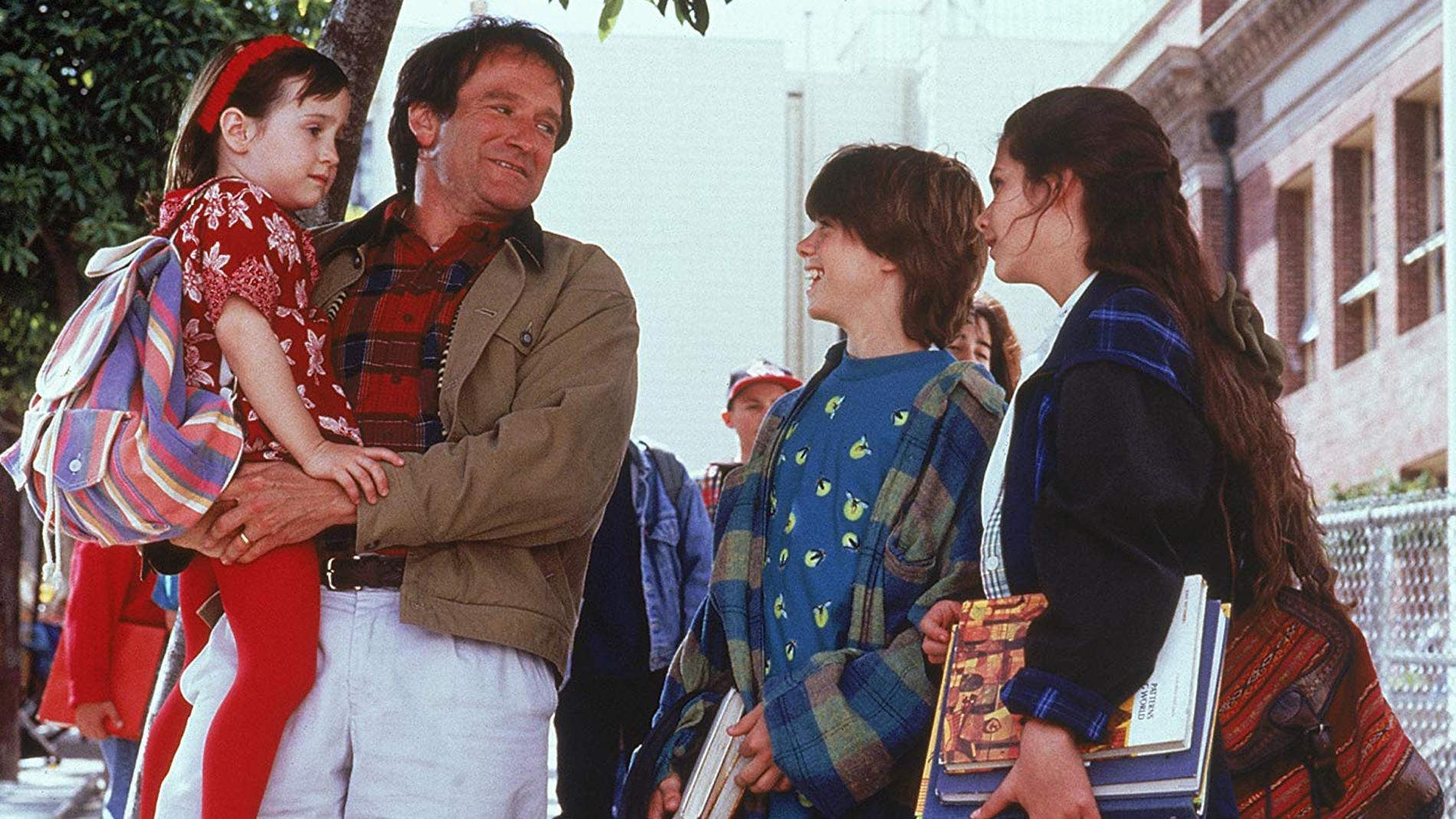 Robin Williams en 'Señora Doubtfire' junto a los actores que hicieron de sus hijos