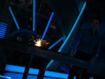 VÍDEO: Marron llena de luz 'El Hormiguero 3.0' con las bengalas invencibles