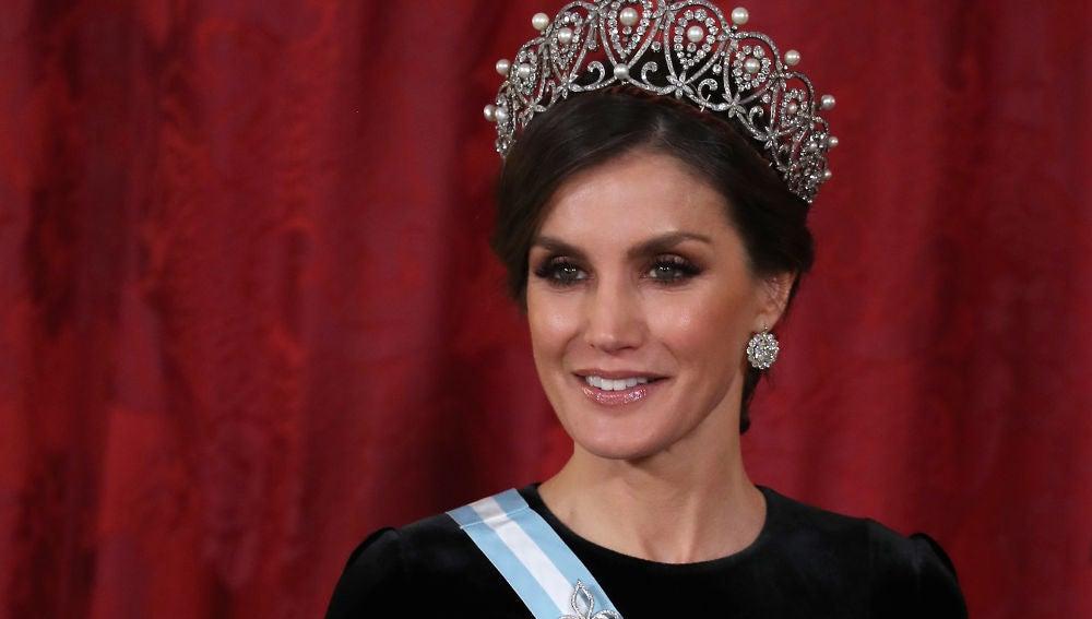La reina Leizia con la tiara rusa
