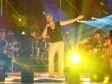 Actuación Carlos Baute Ricky Martin