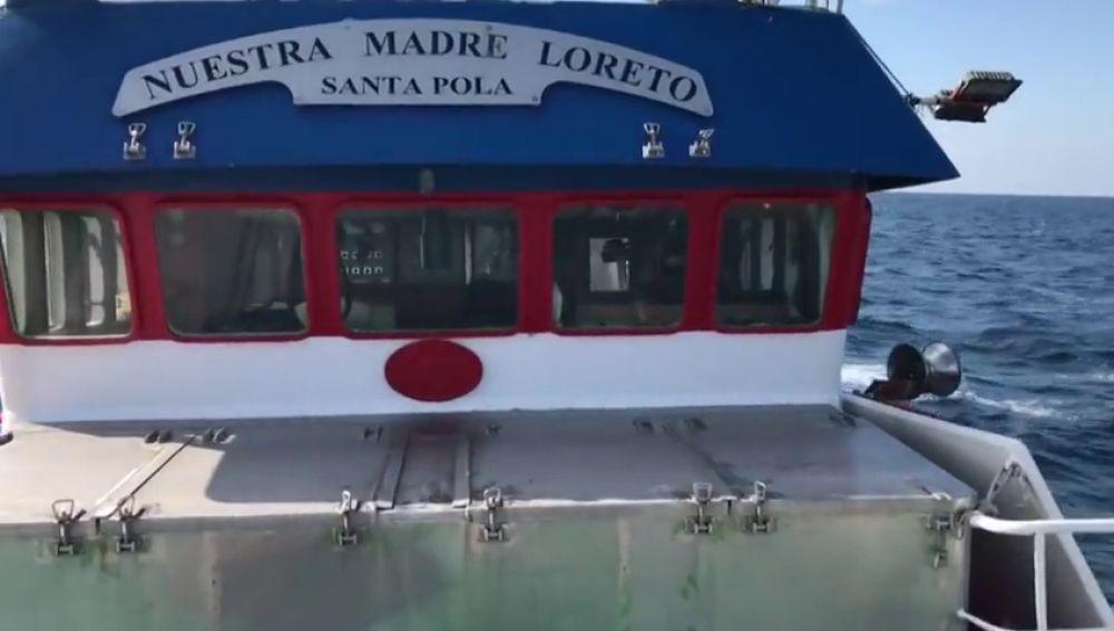 El pesquero español con doce migrantes sigue sin puerto para desembarcar