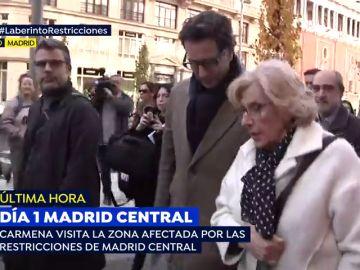 Manuela Carmena pasea por Madrid Central