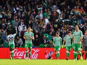 Junior Firpo celebra su gol ante la Real Sociedad