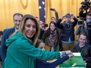 Susana Díaz vota en Sevilla