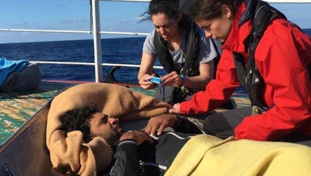Uno de los inmigrantes a bordo del pesquero