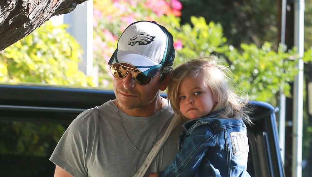 Bradley Cooper, todo un padrazo con su pequeña