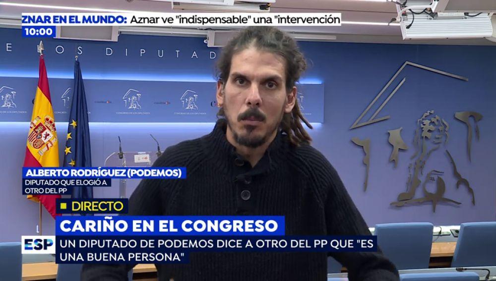 """La conversación entre el diputado de Podemos y del PP tras la emotiva despedida: """"Nunca me prejuzgó por mi apariencia"""""""