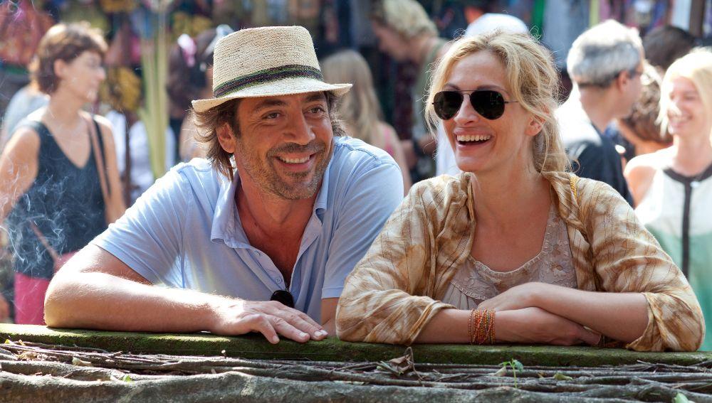 Javier Bardem y Julia Roberts en 'Come, Reza, Ama'