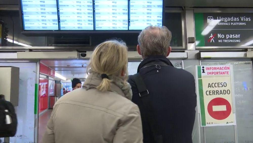 Renfe cifra cerca de un 9% el seguimiento de la huelga de interventores de tren