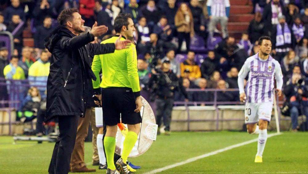 Simeone, en la banda ante el Valladolid