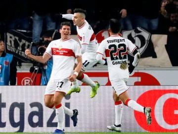 Mario Gómez celebra un gol en el Stuttgart vs Hertha
