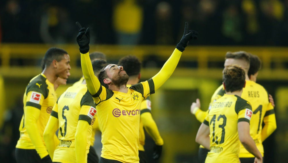 Paco Alcácer celebra su gol ante el Werder Bremen