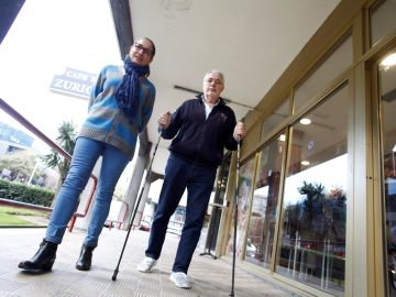 Imagen de dos portadores de ataxia, una enfermedad rara que comparten Galicia y Japón
