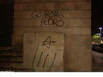 Pintadas contra la presidencia de Pedro Sánchez antes del 21D