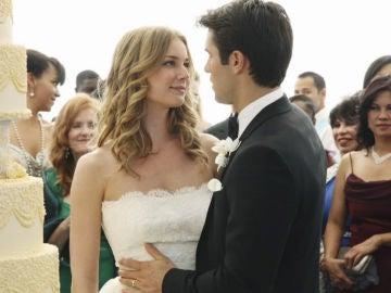 Emily Thorne y Daniel Greyson en el capítulo de la boda de 'Revenge'