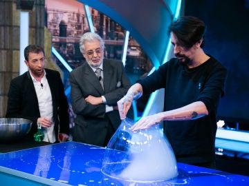VÍDEO: Marron hace magia fusionando pompas de jabón en 'El Hormiguero 3.0'